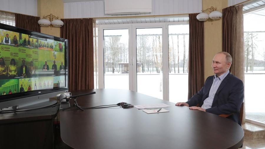 Путин пообещал обсудить вопрос о госфинансировании расходов студенческих спортивных команд